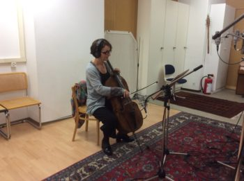 2017年11月6日–タンゴをチェロでソロ演奏するクリスティーン・トイス。