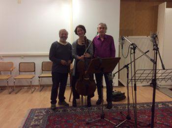 アレックス・オイグスター、クリスティーン・トイス、ロルフ・W・クンツ。クリスティーンがチェロでタンゴのソロ演奏をする直前に取られた写真。